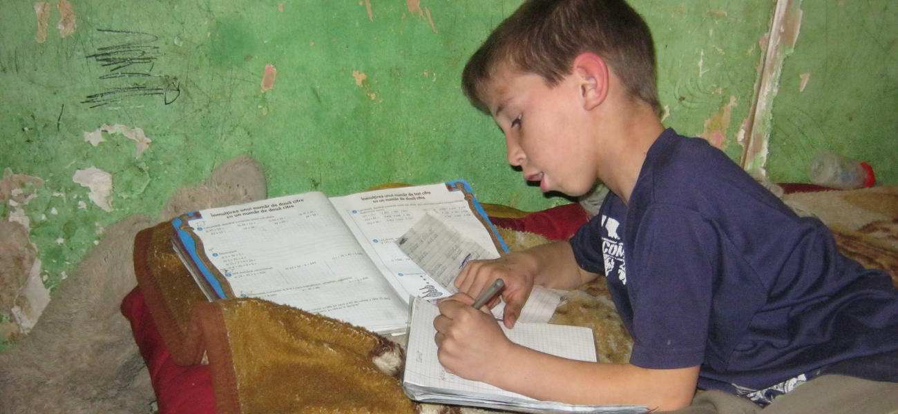 Child learning in precarious conditions